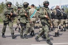 E Ειδικές δυνάμεις του στρατού του Καζακστάν στην πρόβα της παρέλασης προς τιμή στοκ εικόνα με δικαίωμα ελεύθερης χρήσης