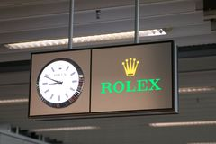 E 09 18: Λογότυπο ρολογιών ρολογιών της Rolex στον αερολιμένα της Γενεύης στοκ εικόνα
