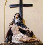 E Πίστη και τέχνη Αντιπροσώπευση PietÃ: η Virgin Mary πενθεί το νεκρό άδυτο Χριστού Nostra Signora Di Bonaria στοκ φωτογραφία
