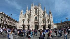 E Главный фасад собора вызванного как Duomo и квадрат Церковь предназначена к St Mary рождества акции видеоматериалы
