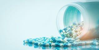 E глобальная концепция здравоохранения Лекарство антибиотиков стоковые фотографии rf