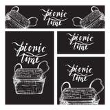 E Комплект дела форматирует с изображениями для пикника в стиле Doodle на черной предпосылке доски иллюстрация штока