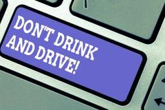 E Концепция дела для не принимает алкогольные напитки если вы управляете клавиатурой стоковое фото rf
