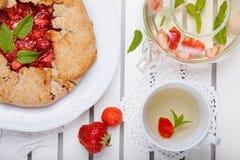 E Пирог домодельной здоровой wholegrain ягоды открытый Пирог плода r стоковые фото