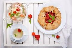 E Пирог домодельной здоровой wholegrain ягоды открытый Пирог плода r стоковое изображение rf