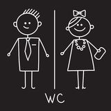E Простой знак WC Знак WC людей и женщин для уборного вектор символа регулирования пламени цвета Эскиз мела на черной плите Стоковые Фото