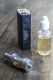 E-сигарета или vaping прибор Стоковая Фотография RF