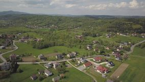 E 中欧:镇或村庄在青山中位于 r ??dron 影视素材