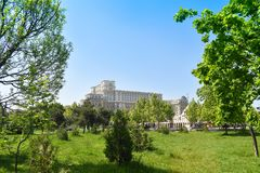 E 从中心广场的夜视图 宫殿是被定购的b 免版税库存照片