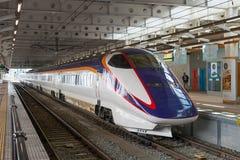 E3系列在Shinjo stat的子弹(高速或Shinkansen)火车 图库摄影