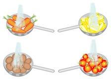 ?? E 在滤锅成熟土豆,红萝卜,胡椒,蕃茄 ?? 皇族释放例证