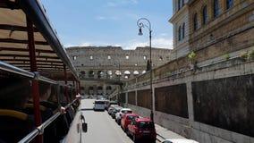 ?? E 2019年5月21日 罗马大剧场-古老圆形露天剧场在罗马的中心反对天空蔚蓝的 股票视频