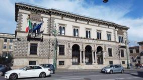 E 意大利银行的门面的看法在市中心 免版税库存照片