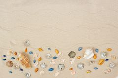 E 海与空间的暑假背景文本的 图库摄影