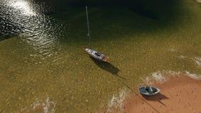 E 海和周围的风景的看法 免版税库存照片