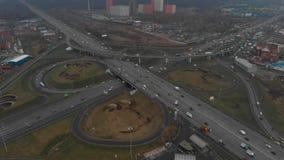 E E 照相机飞行在路的半径 影视素材