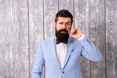 E 理发店包裹的提议范围新郎的使他的大天令人难忘 穿着考究的人 库存照片