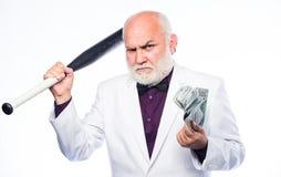 E ?? 罪犯和盗案 债务坑 富有的成熟人有许多金钱 成熟有胡子的人 库存照片
