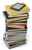 E读者对课本 免版税库存图片