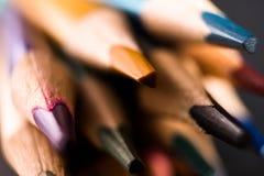 E 色的铅笔背景 蜡笔关闭  库存图片