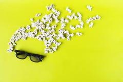 E 观察者,3D玻璃,玉米花的摘要乐趣活跃图象 概念戏院电影和 库存图片