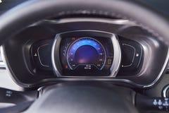 E 雷诺Kadjar -新的模型汽车介绍在陈列室里-车速表 免版税库存照片