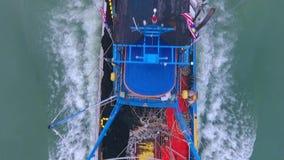 Рыбаки Лодятся В Таджунг Апи видеоматериал