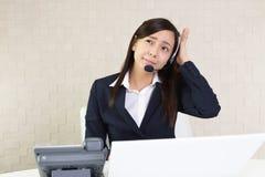 疲乏的电话中心操作员 免版税库存图片