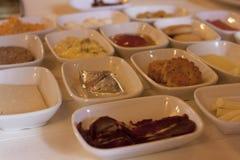 浓和可口传统土耳其早餐 免版税库存照片