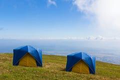 μπλε σκηνή δύο ουρανού χλό&e Στοκ φωτογραφία με δικαίωμα ελεύθερης χρήσης