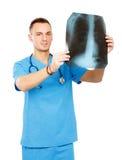 Docteur masculin avec la photo de rayon X d'isolement sur le blanc Photo libre de droits