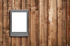 在木桌上的E书读者 免版税图库摄影