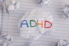 E Abkürzung ADHD auf zerknittertem Papierball Stockfotos