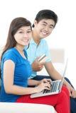 E-achats pour des couples Images stock