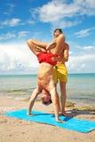 E Acroyoga-Element für Stärke und Balance lizenzfreie stockbilder