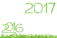 2016 e 2017 anos feitos do isolado das folhas do verde no backg branco Imagens de Stock Royalty Free
