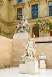 E Antyczna rze?ba w Cour Marglistym pokoju w?rodku louvre muzeum, Pary?, Francja, Europa zdjęcie stock