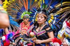 E Aztec dansaredans i Zocalo arkivfoto