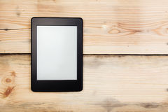 E-book reader or tablet pc on wood Royalty Free Stock Photos
