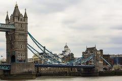 E 2019?4?12? bridge1? 伦敦的偶象标志在天Brexit 库存图片