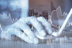 E-business o concetto dei forex, affare online, grafici finanziari fotografie stock