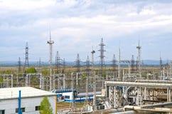 E Céu azul sem nuvens Indústria elétrica Central eléctrica imagens de stock