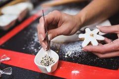 E Cadeau de Noël, pain d'épice fait maison photos libres de droits