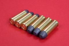 E 45 cartouches de revolver datant à 1872 Images stock