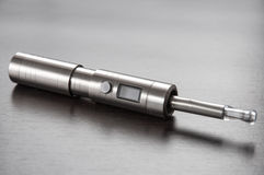 E-cigarett på tabellen Arkivfoto
