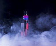 E-cigarette dans la fumée Image libre de droits
