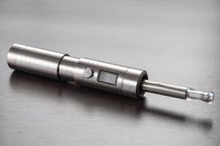 E-cigarrillo en la tabla Foto de archivo