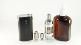 E-cigarrillo o dispositivo vaping en white_9 Imágenes de archivo libres de regalías