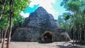 E Coba ?r ett arkeologiskt omr?de och en ber?md gr?nsm?rke av den Yucatan halv?n royaltyfria bilder
