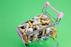 E Concept de médecine et de pharmacie image libre de droits